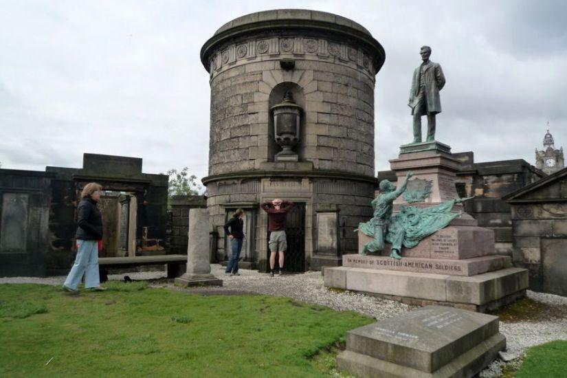 Calton Hill Cemetery / Cementerio de Calton Hill