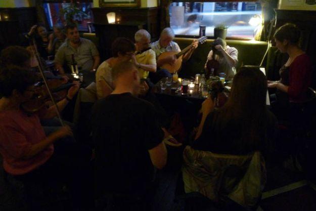 Concierto de música celta en el pub The Tass, Edimburgo