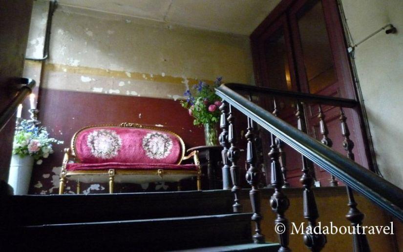 Escalera vintage en Clarchens Ballhaus, Berlín