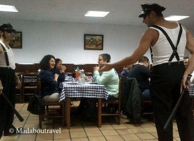 Cena espectáculo de Clownx Teatre en el restaurante Els Castanyers (Sant Fost)