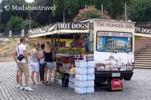 Quiosco de comida cerca del Coliseo, Roma