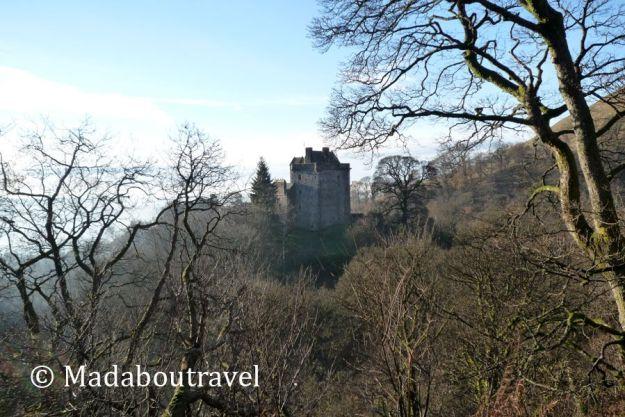 Primera aproximación al castillo del clan Campbell, en Dollar