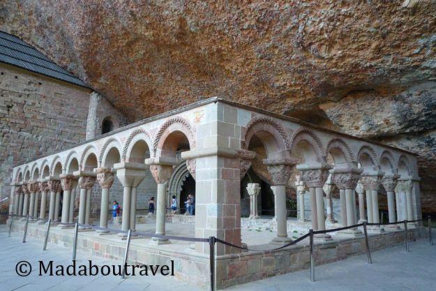 claustro románico San Juan de la Peña monasterio