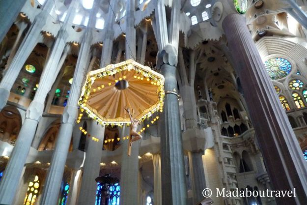 Baldaquino del altar de la Sagrada Familia