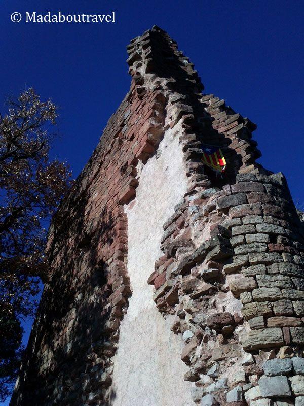 Restos de la torre del castillo de El Brull