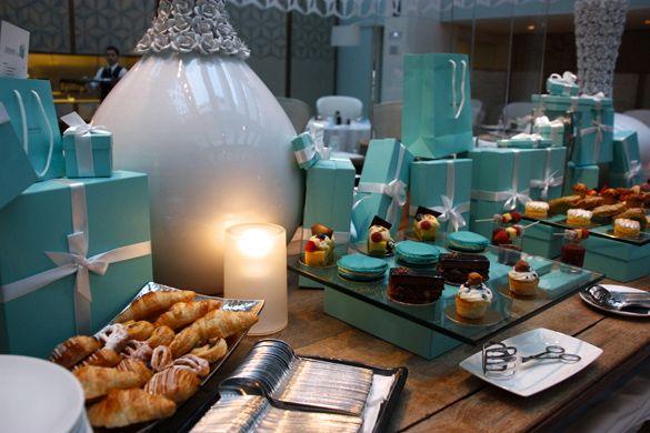 Mesa de dulces en el Afternoon tea del Hotel Mandarin Oriental
