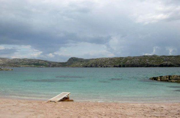 muelle en la playa de la isla de handa