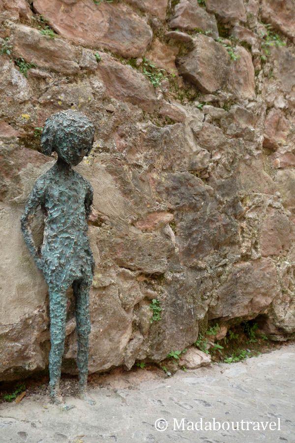 Escultura en Santa Pau
