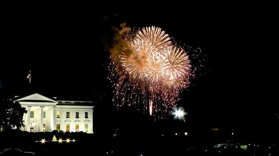 Fuegos artificiales el 4 de julio junto a la Casa Blanca, foto de Matthew Straubmuller (licencia Creative Commons)
