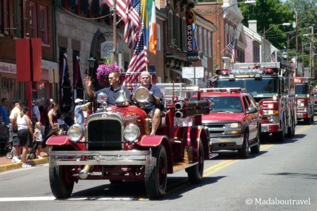 Los bomberos de Leesburg desfilan el 4 de JulioLos bomberos de Leesburg desfilan el 4 de Julio