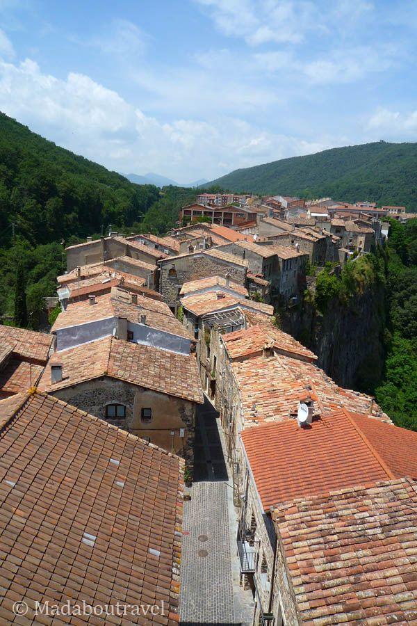 Vistas de las casas del Barri Vell de Castellfollit de la Roca