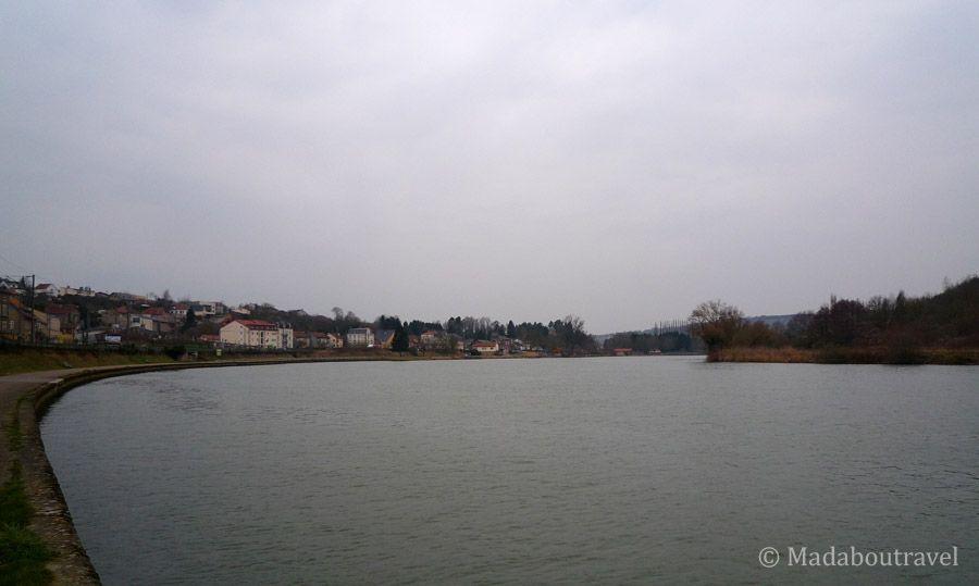 El río Mosela a su paso por Sierck-les-Bains