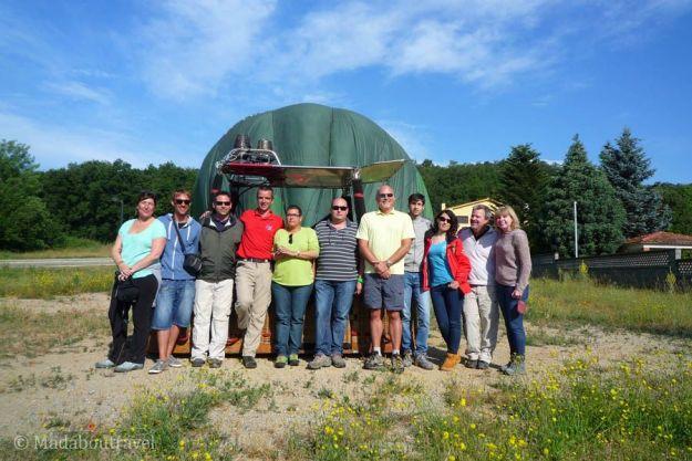 El grupo al completo con nuestro globo y piloto de Vol de Coloms