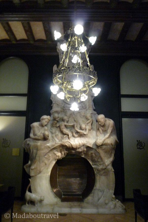 Chimenea de Eusebi Arnau en el Hotel España