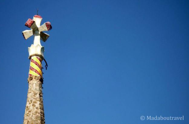 Cruz gaudiniana que corona la Torre Bellesguard