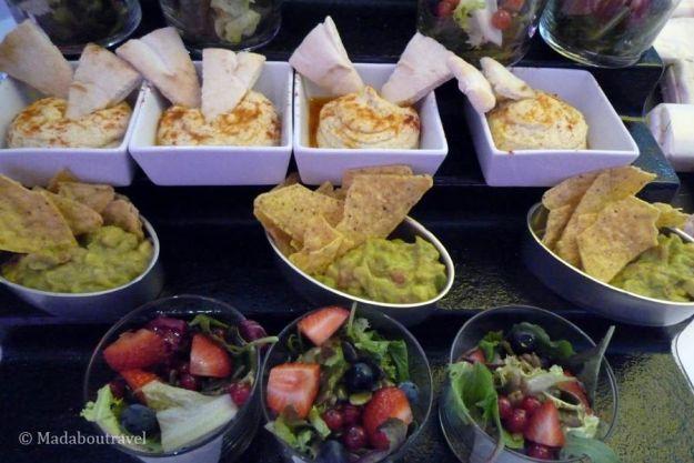 Selección salada en el brunch del hotel Barceló Raval