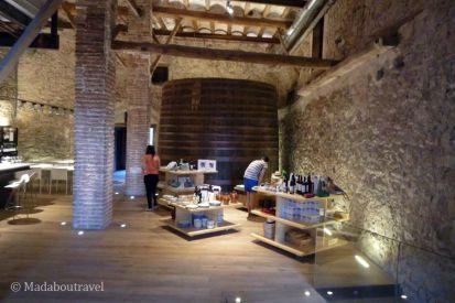 Sala de exposición y catas dels Cellers d'Scaladei
