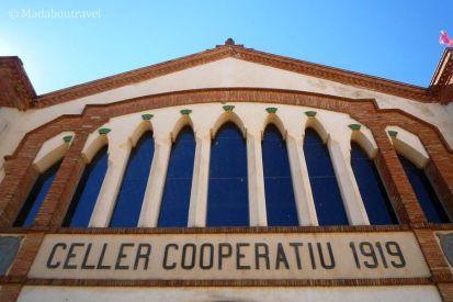 Fachada de la Bodega de la Cooperativa de Falset Marçà