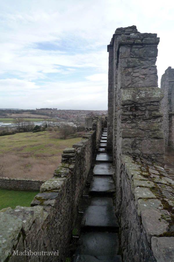 Un paseo por las defensas del castillo