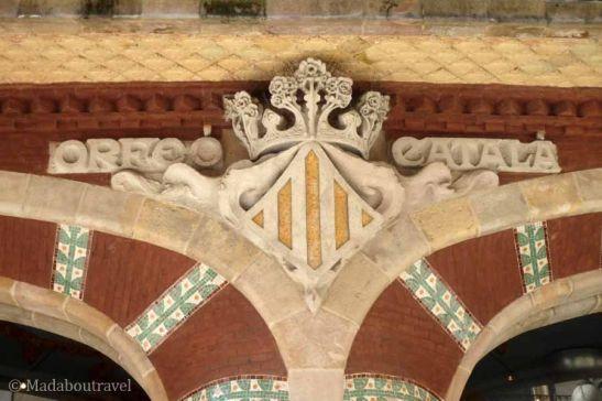 El escudo de Cataluña y el emblema del Orfeó Catalá