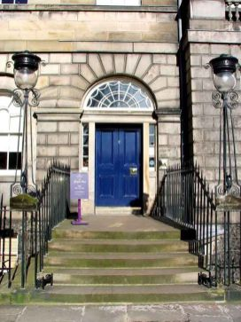 Puerta de la Georgian House en Edimburgo