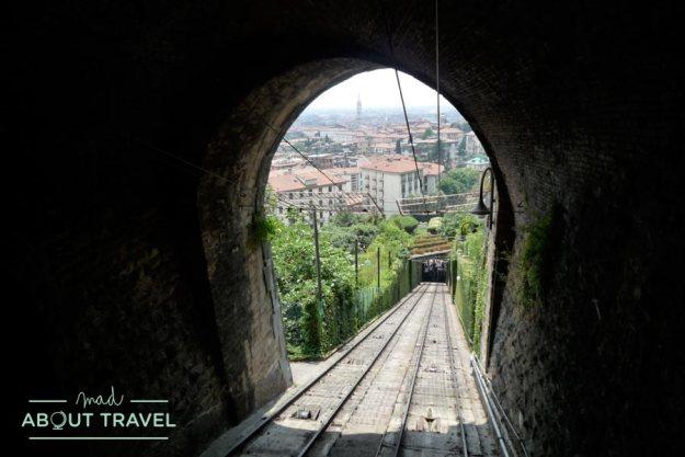 Subiendo en funicular a Bérgamo Alta