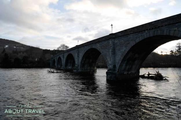 Puente sobre el río Tay en Dunkeld