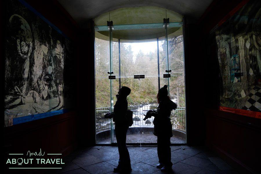 Dentro del salón de Ossian en el Hermitage de Dunkeld