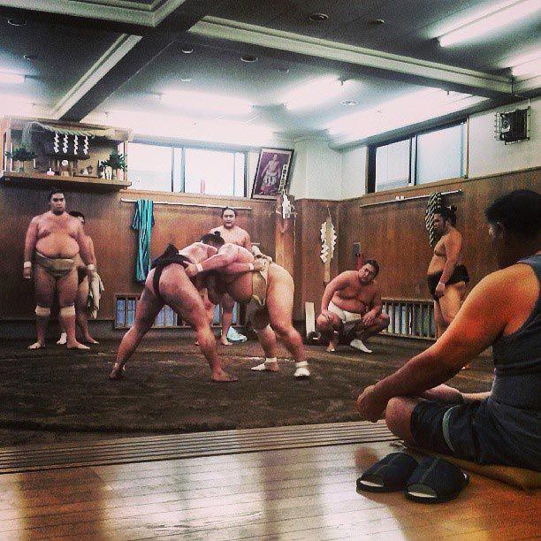 Entreno de Sumo en Tomozuna Beya