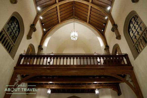 Interior del edificio Lanyon de la Universidad de Queens en Belfast