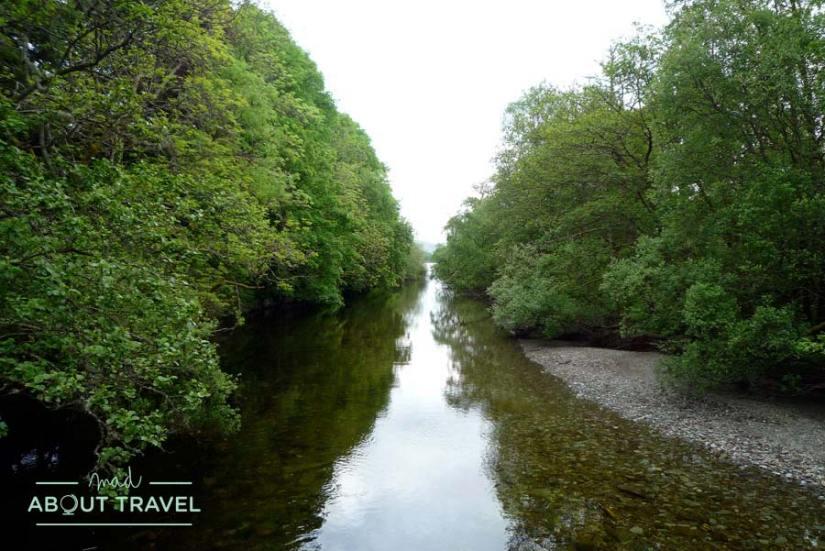 Paseo junto al río en Luss