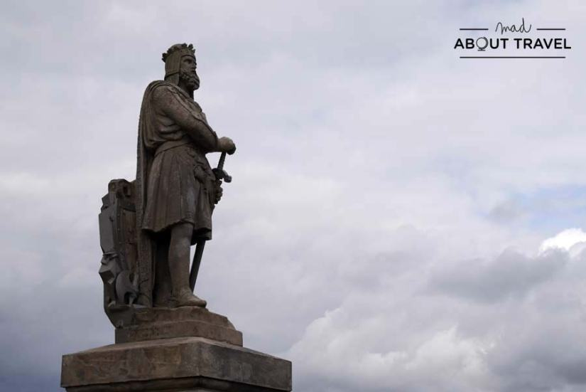 Estatua del rey Robert the Bruce en el castillo de Stirling