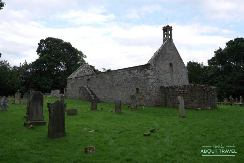 ruta en coche por escocia - iglesia de st peter's kirk y cementerio