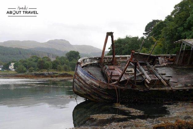 barcos abandonados en la isla de mull