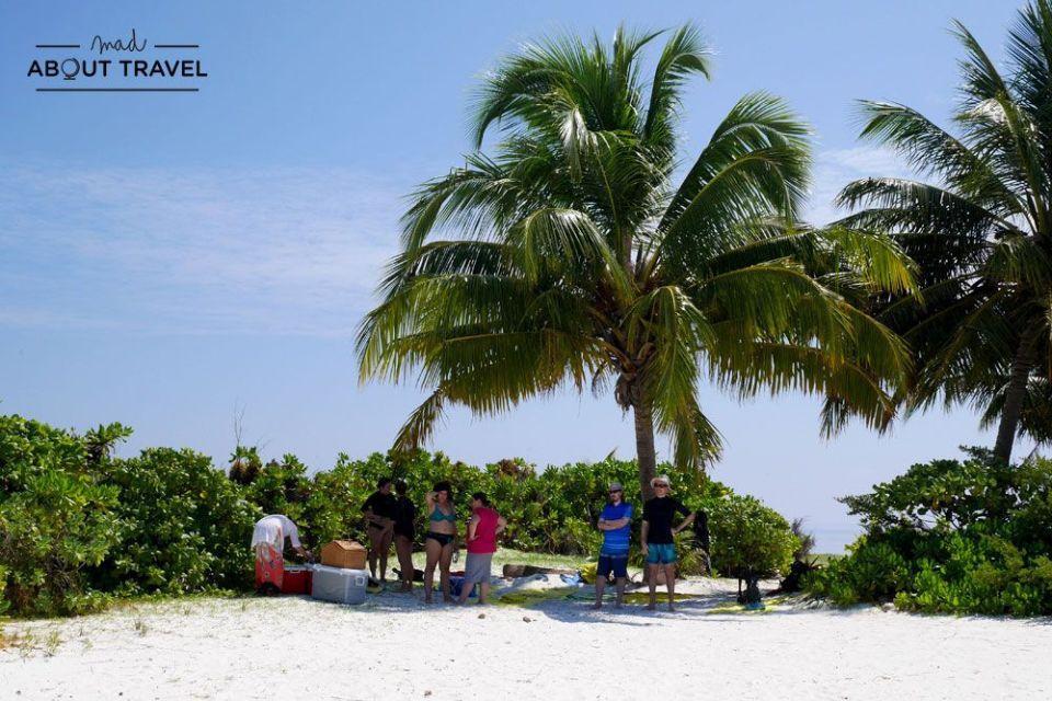 isla desierta en maldivas