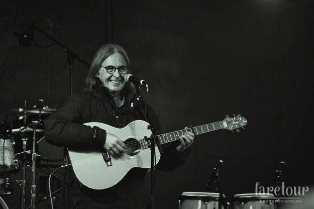 Dougie Maclean en el winter festival de perth. foto de Laura Brown © Laretour