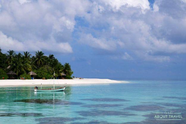 snorkel en un resort de maldivas