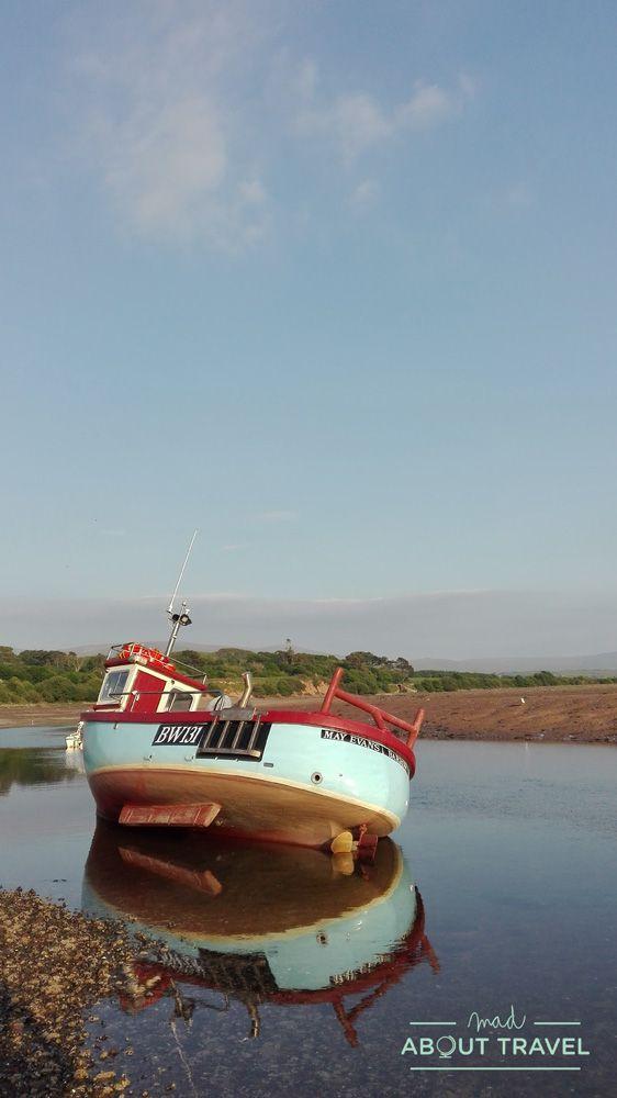 barca de pescadores en ravenglass, lake district inglaterra