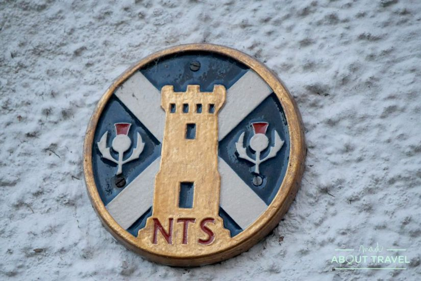 placa del national trust for Scotland en Culross
