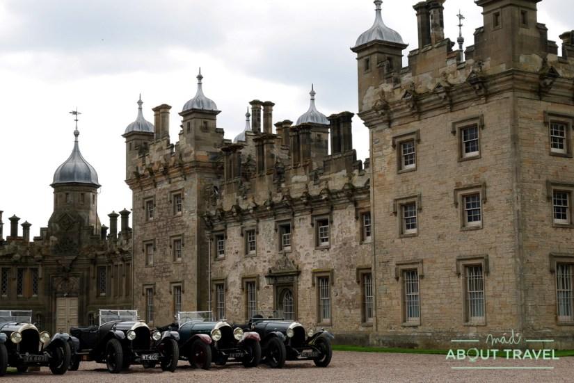 concentración de Bentleys clásicos en el castillo de Floors, Escocia