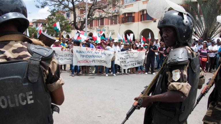 Radu Mazăre va fi adus luni în țară din Madagascar