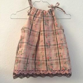 Altrosa Kinderkleid mit Spitze