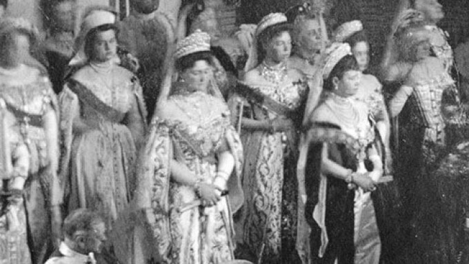 Empress_Alexandra_Feodorovna,_dowager_empress_Maria_Feodorovna_and_grand_duchesses_Olga_and_Xenia_Alexandrovna_at_the_opening_of_the_Duma