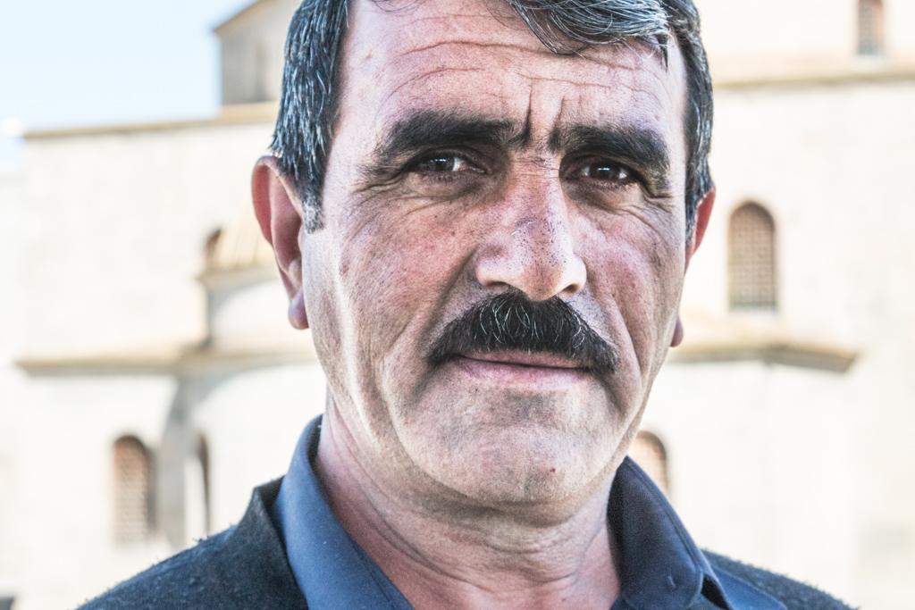 la rencontre d'un arménien, qui vit à la frontière de la géorgie, venu passer ses vacances dans le pays frontalier