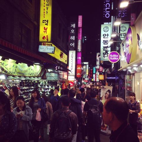 Myongdong Market (isinya kosmetik semua)