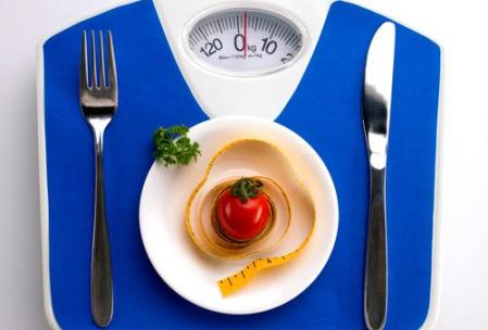 white-plate-tomato-and-meal-fork-and-knife-blue-scale