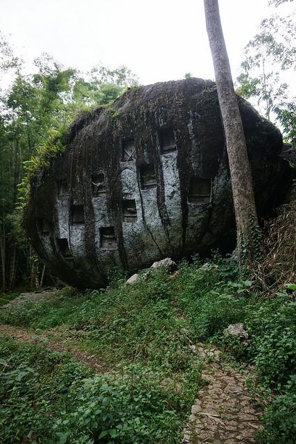 Bori Kalimbuang (atas)