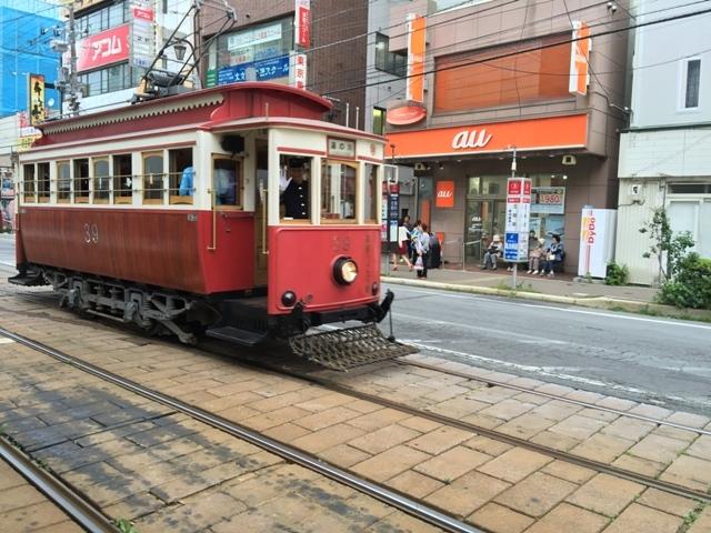 Trem Membelah Kota Hakodate