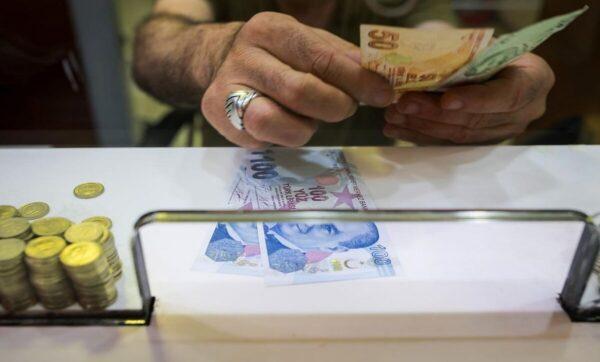 العملات مقابل الليرة التركية 600x362 - العملات والذهب مقابل الليرة السورية والتركية..أسعار الخميس 15 10 2020 -