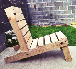 Thought I will finish in here - natural wooden chair. Why not? But no, I wanted to try something funnier by playing with the colors.